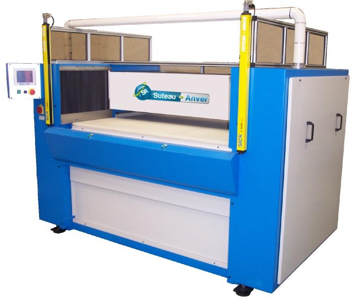 Zuschnittpresse mit Brücke und hydraulisch beweglichem Tisch – Modell PTMV